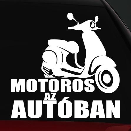 Robogó motoros az autóban matrica